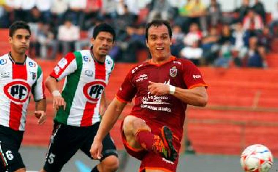"""""""Pezza"""" jugó en Palestino, Santiago Wanderers y La Serena de Chile. (Foto: El Gráfico)"""