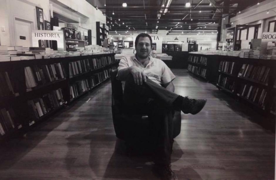 El librero guatemalteco Philippe Hunziker fue condecorado en grado de Caballero. (Foto: Revista Zero Grados)