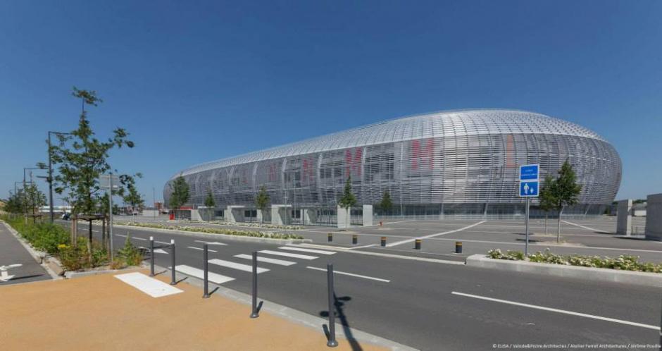 La mitad del campo puede elevarse por encima de la otra mitad para otros usos sin dañar el césped. (Foto: Facebook/Stade Pierre Mauroy)