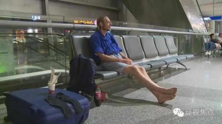 Pieter tenía poco dinero y se alimentó solo de sopas instantáneas mientras esperaba la llegada de su amada. (Foto: RT)