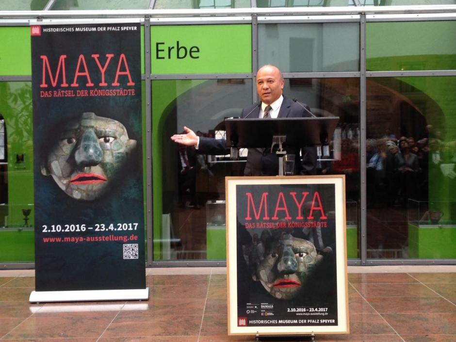 El Ministro de Cultura José Luis Chea Urruela inauguró la exhibición en esta ciudad Alemana. (Foto: Ministerio de Cultura y deportes)