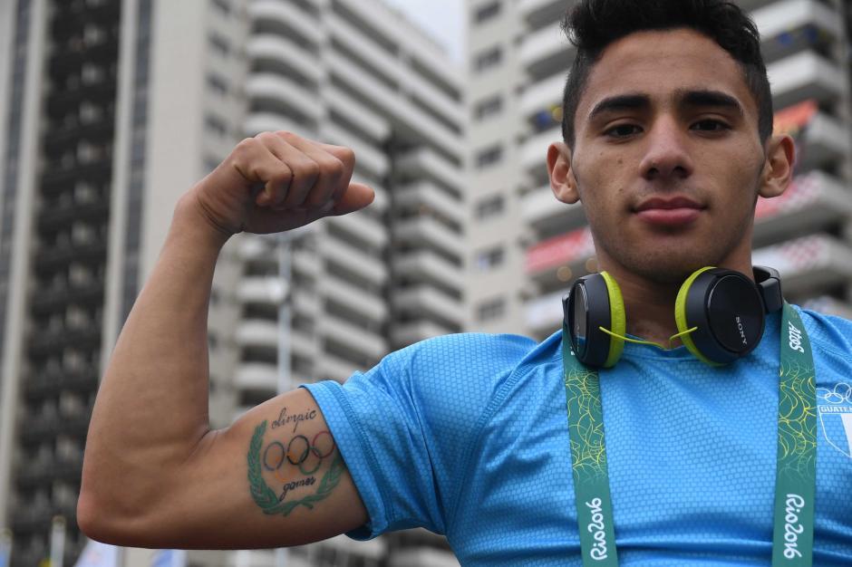 Edgar Pineda mostró con más orgullo su tatuaje con los aros olímpicos. (Foto: Aldo Martínez/Enviado de Nuestro Diario)