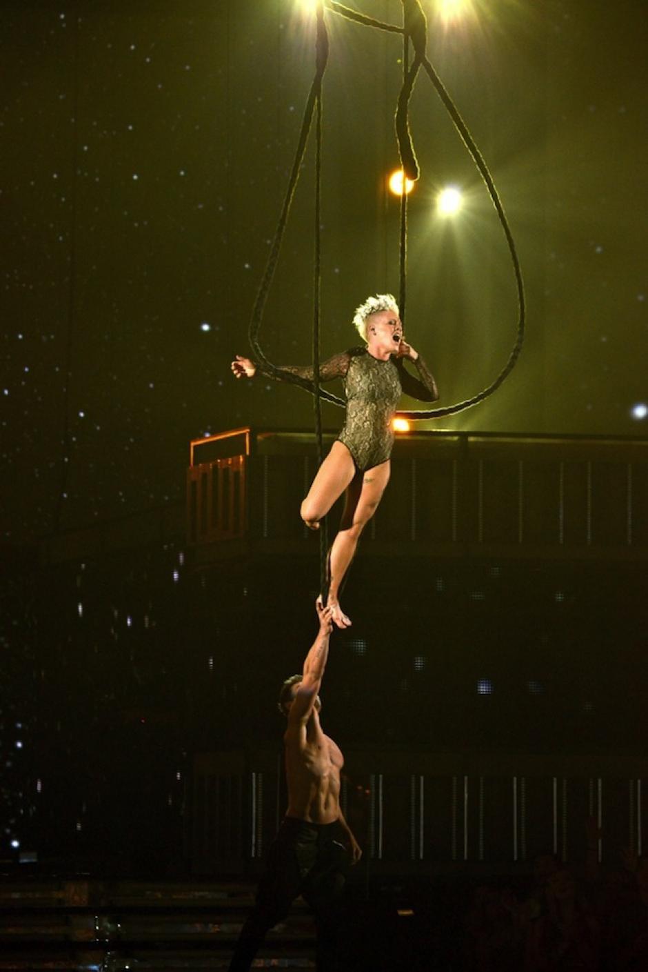 Pink sorprendió con su habilidad en el trapecio. (Foto: Grammy)