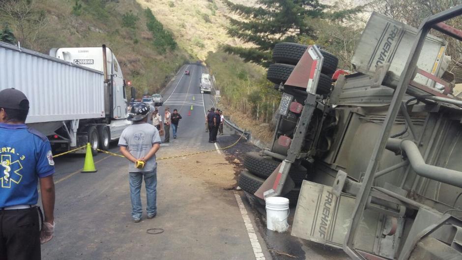 El conductor de la pipa de combustible perdió la vida. (Foto: Dalia Santos/Tránsito PNC)