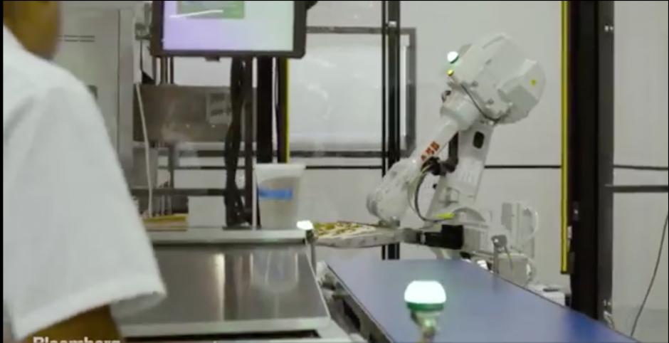 Marta es el nombre de una de las máquinas que trabaja para Zume Pizza. (Foto: Tomado de Bloomberg)