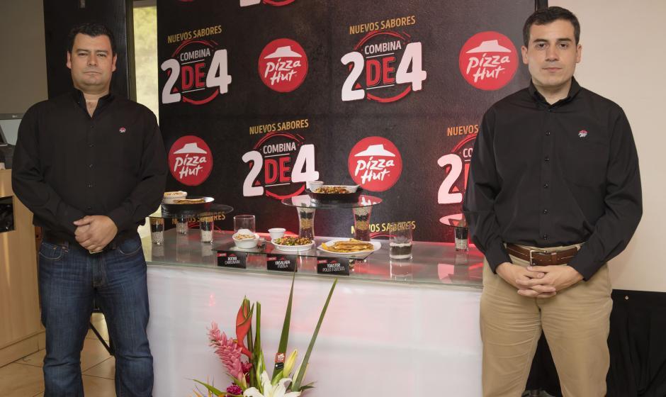 Luis Montalvan, gerente de Marca y Alex Alvarado, gerente de operaciones, presentan las nuevas opciones culinarias. (Foto: Eddie Lara/Soy502)