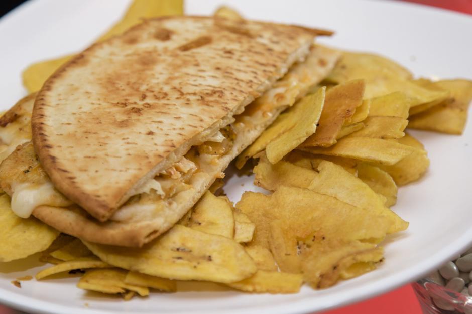 """""""El Toaster Pollo 3 Quesos"""" es una nueva adición al """"Menú 2 de 4"""". (Foto: Eddie Lara/Soy52)"""