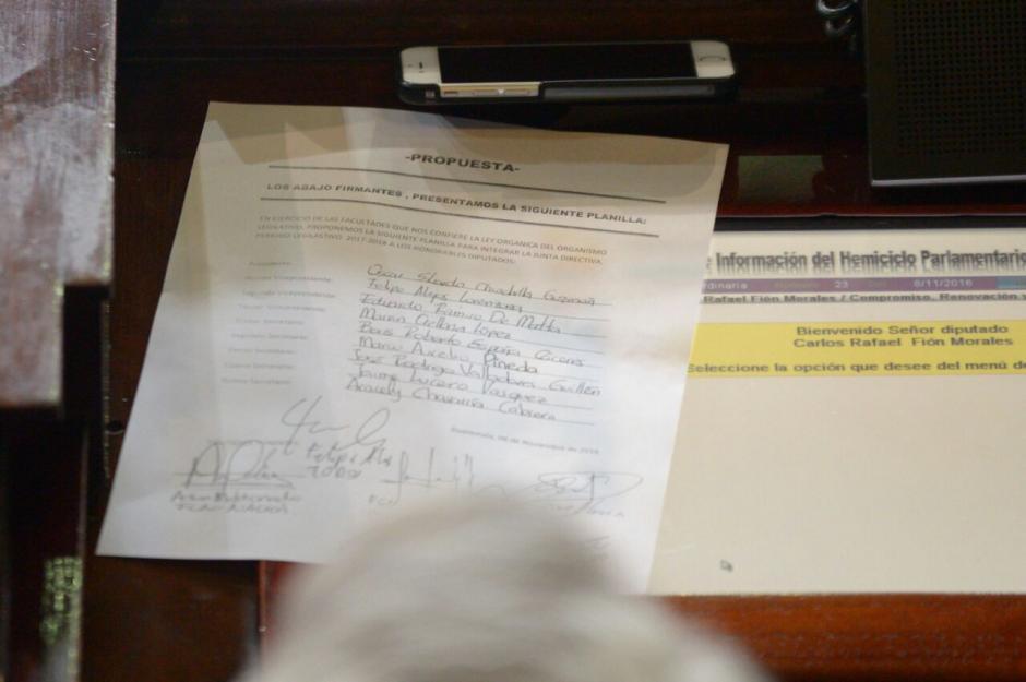 La planilla de la Junta Directiva se conoció minutos antes de la votación. (Foto: Wilder López/Soy502)