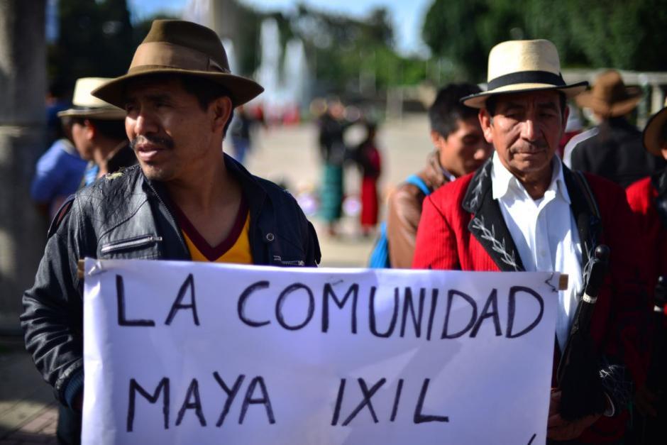 Los inconformes permanecerán en las afueras del Congreso de la República.  (Foto: Jesús Alfonso/Soy502)