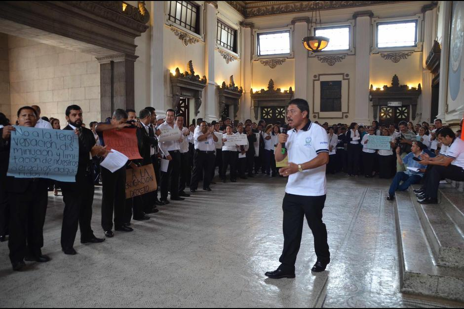 Cada empleado recibirá hasta 2 mil 500 quetzales adicionales al aguinaldo y salario. (Foto: Archivo/Soy502)
