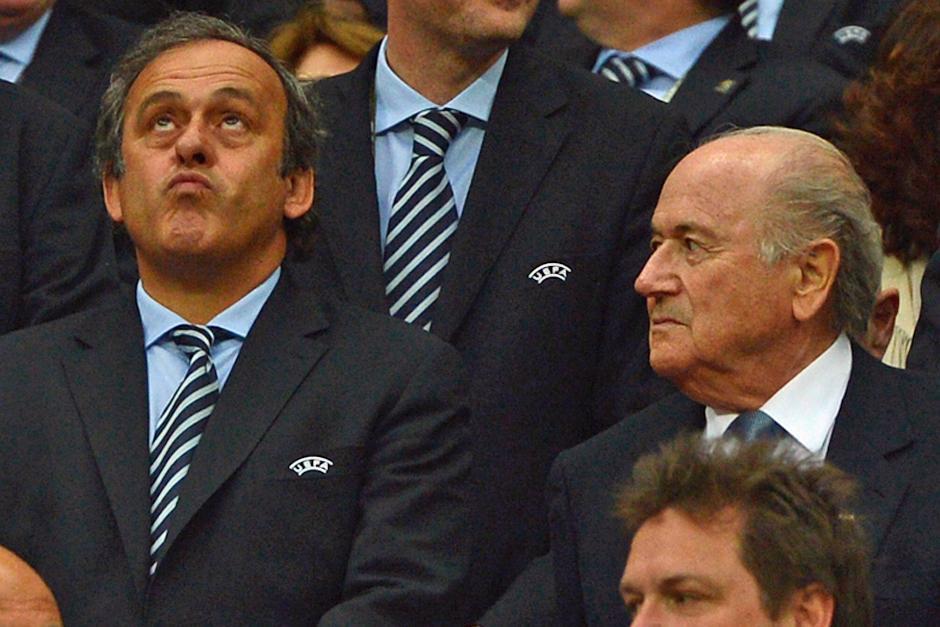 Blatter puso a disposición la presidencia de la FIFA y Platini se postuló como candidato a dicho puesto
