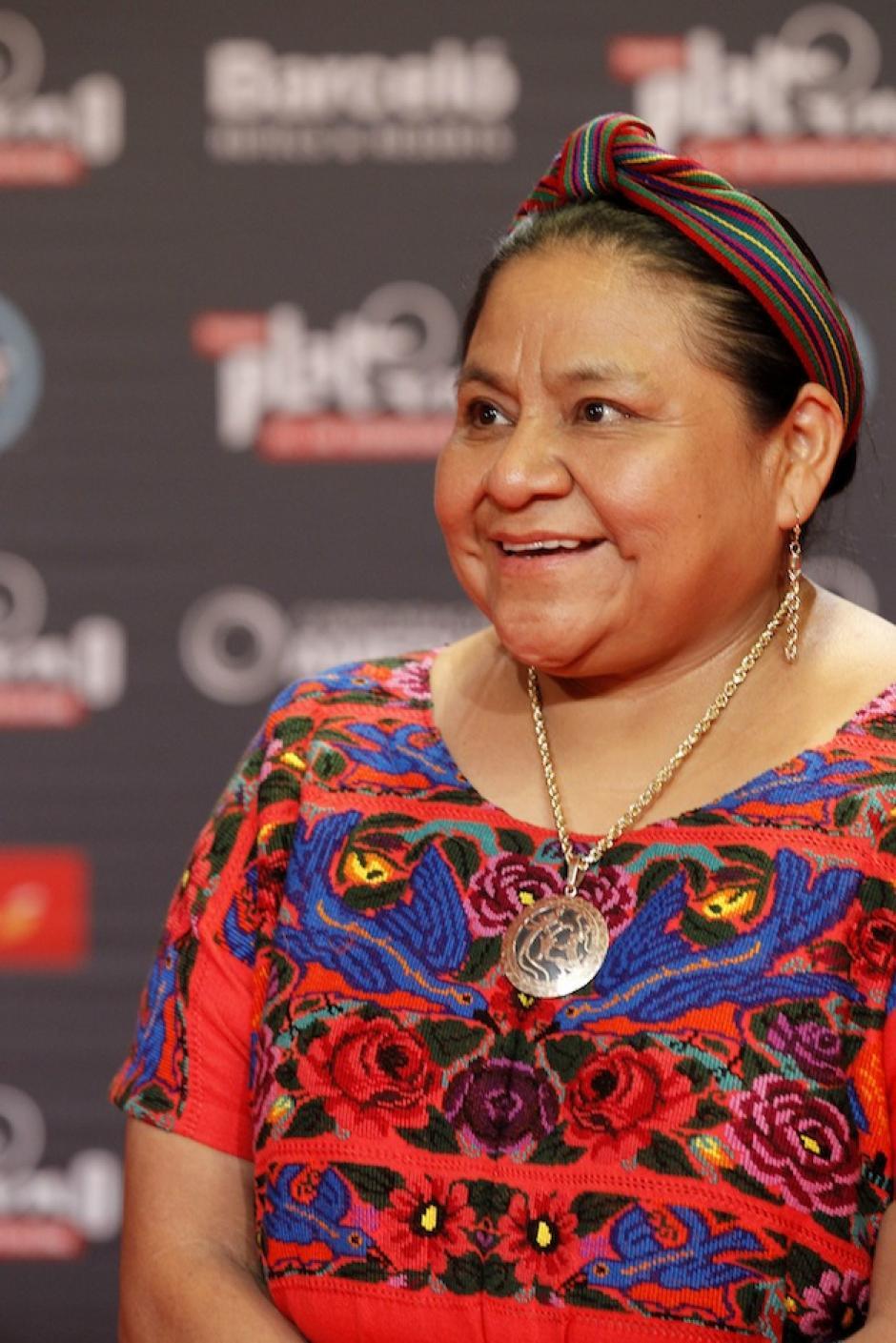 Rigoberta Menchú a su paso por la alfombra roja de los Premios Platino. (Foto: