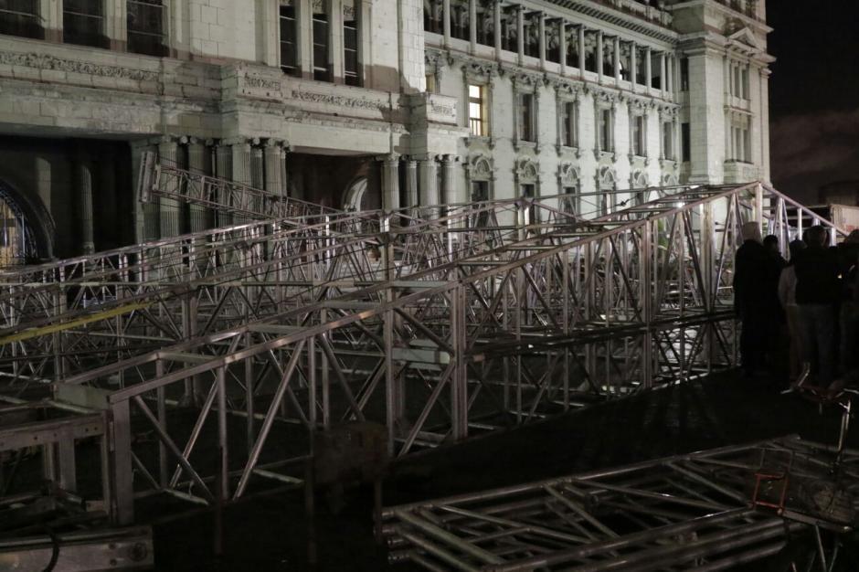 La tensión aumentó con la llegada de las estructuras. (Foto: Alejandro Balan/Soy502)