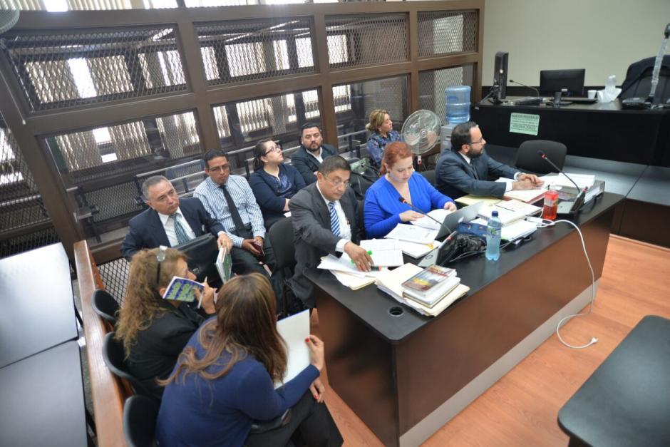 Los primeros cinco exempleados sindicados por plazas fantasma en el Congreso acudieron a la Torre de Tribunales. (Foto: Wilder López/Soy502)