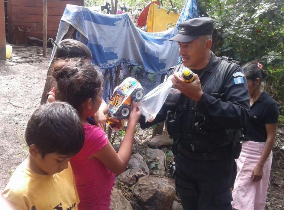 Los recursos salieron del bolsillo de los elementos de seguridad ciudadana. (Foto: PNC)