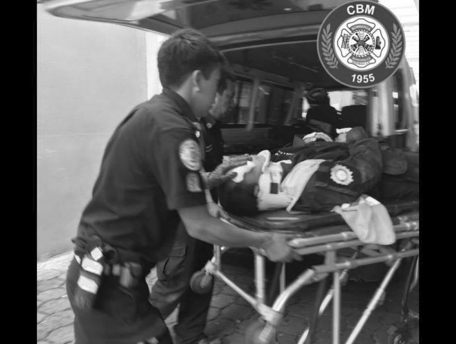 Uno de los agentes murió a su ingreso al IGSS 7/19. (Foto: Bomberos Municipales)