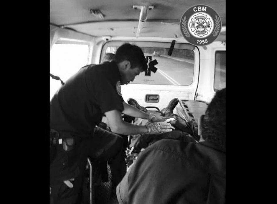 El otro de los agentes resultó herido. (Foto: Bomberos Municipales)