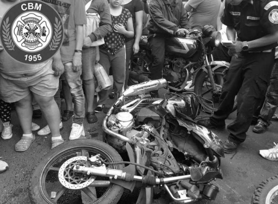 Los agentes se conducían en una motocicleta. (Foto: Bomberos Municipales)