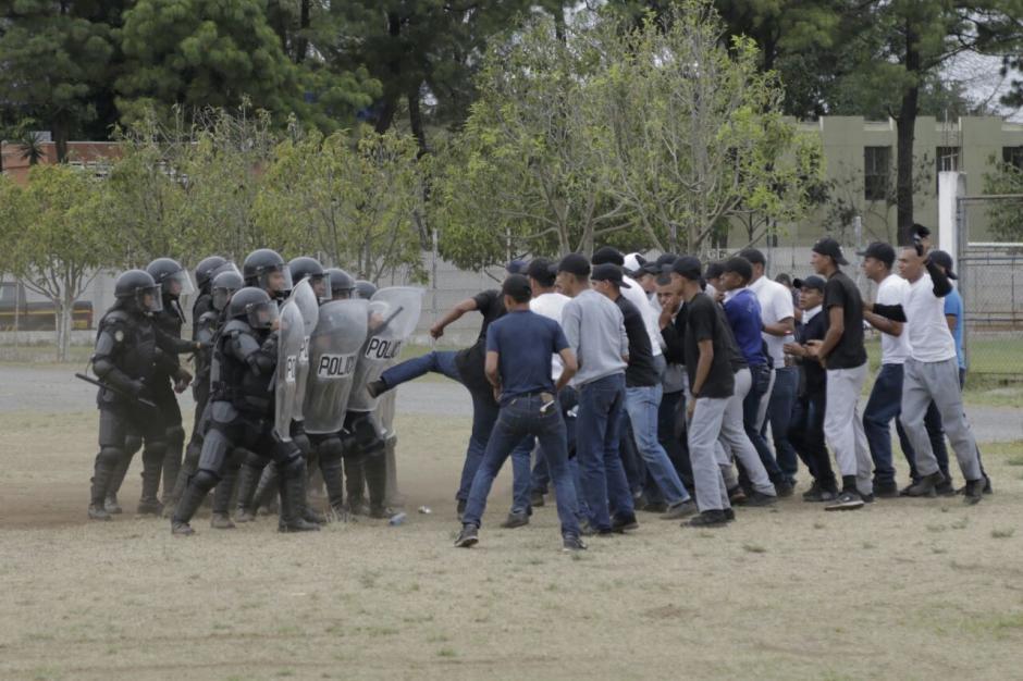 La PNC mostró cómo debe actuar ante disturbios. (Foto: Alejandro Balán/Soy502)