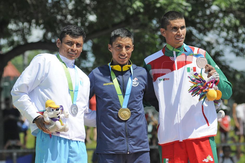 Erick Barrondo representando a Guatemala en el podio de los 50km de marcha