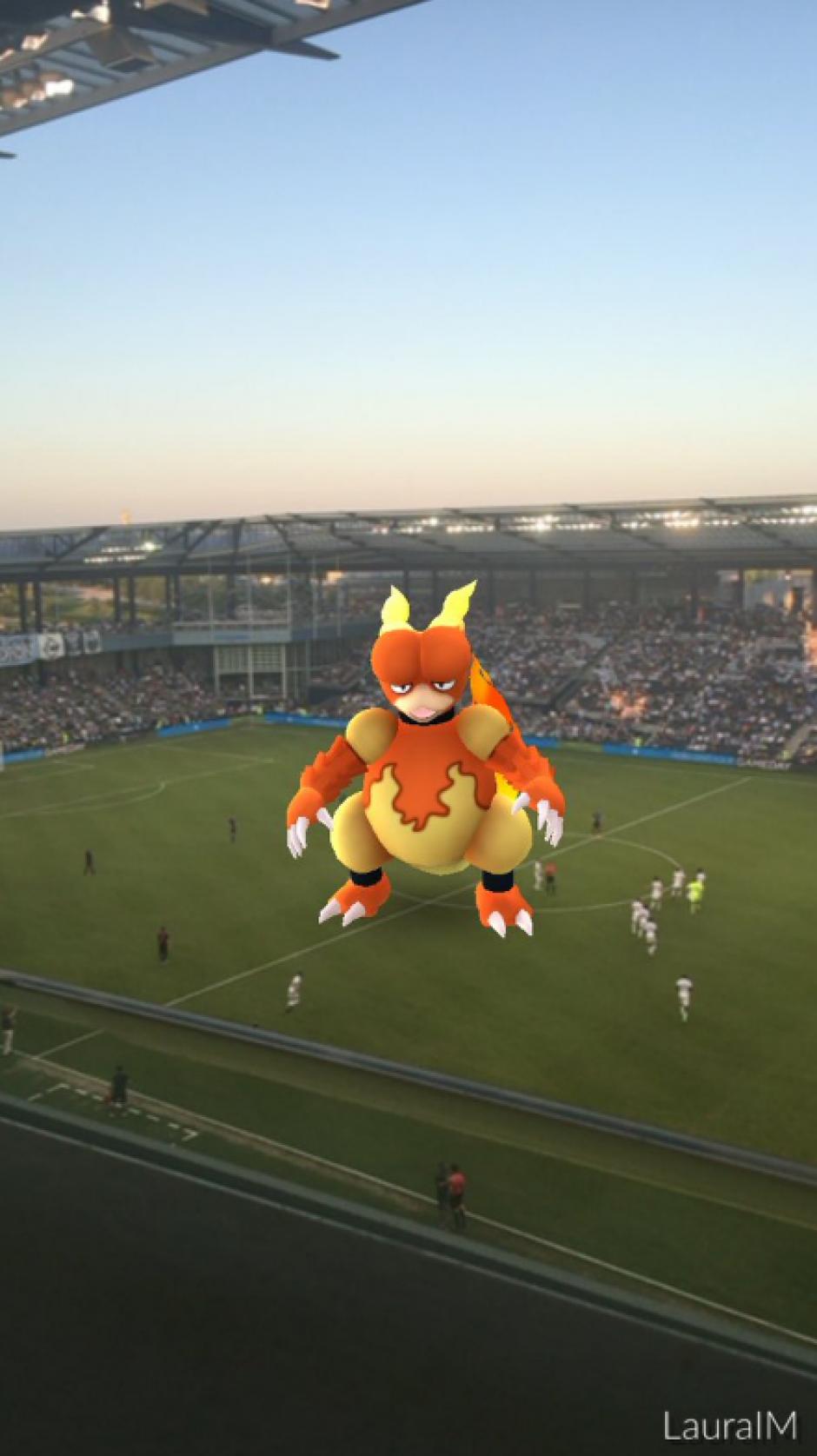 Las jugadores se divertían al ver aparecer a los Pokémon. (Captura de pantalla: Twitter)