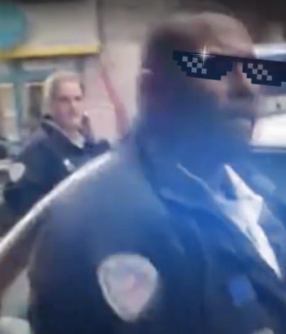 En las redes sociales lo han nombrado Jean-Claude Van Damme. (Captura de pantalla de RT)