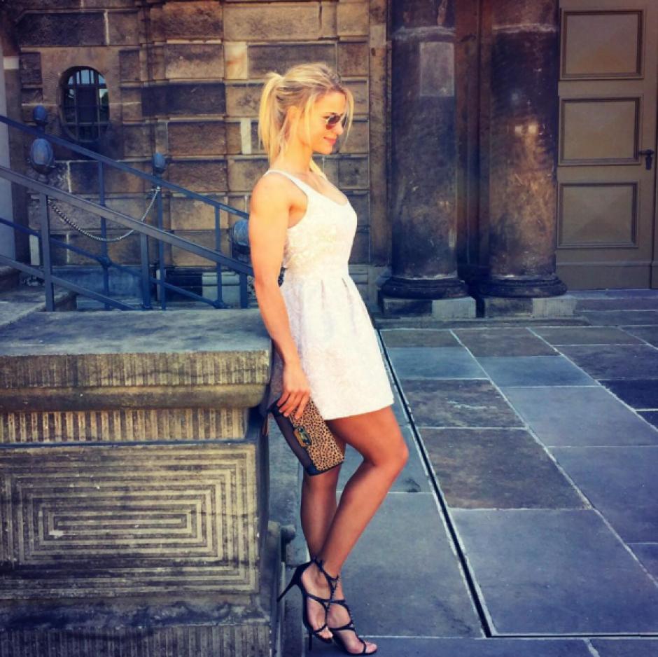 Elegante y muy guapa luce Adrienne Kolesza. (Foto: Instagram/Adrienne Kolesza)
