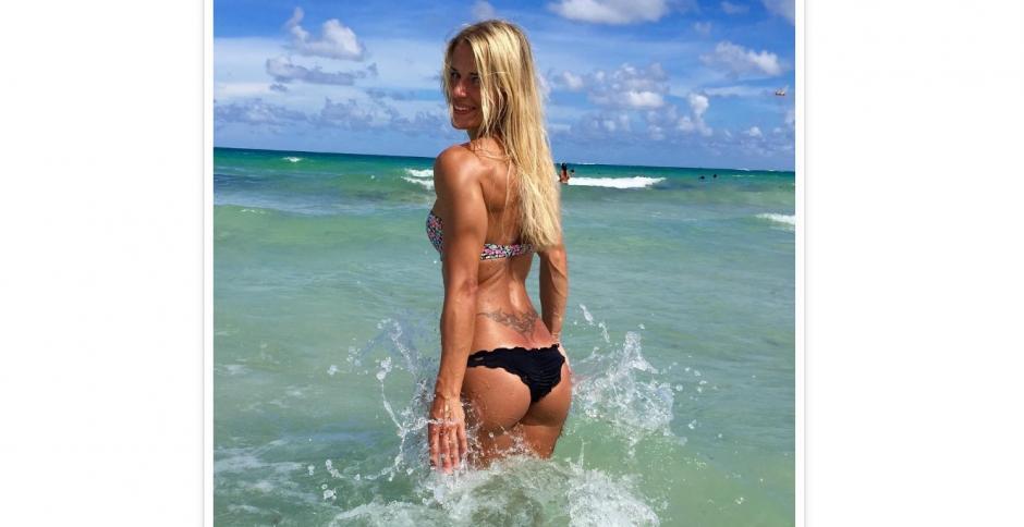 Las fotos de Adrienne Kolesza en la playa encantan a miles en Instagram. (Foto: Instagram/Adrienne Kolesza