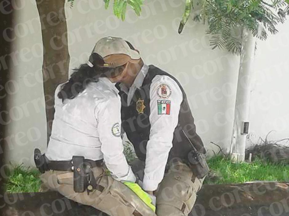 La pareja buscó un lugar aparentemente oculto para no ser vistos. (Foto: Correo)