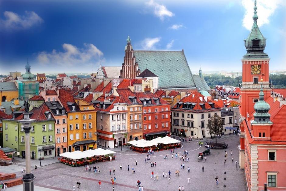 Varsovia, la ciudad más grande de Polonia, cuenta con matrículas muy bajas y un costo de vida asequible. (Foto: culturamix.com)