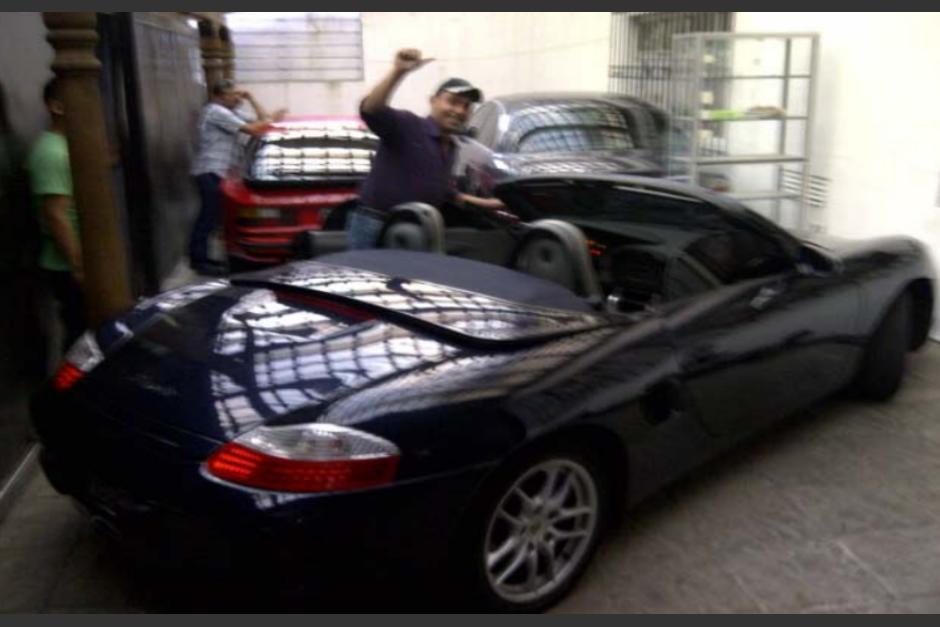 El reo Byron Lima es según el MP propietario de varios vehículos de lujo, un blindado y otros de servicio para el Sistema Penitenciario. (Foto: Cicig)