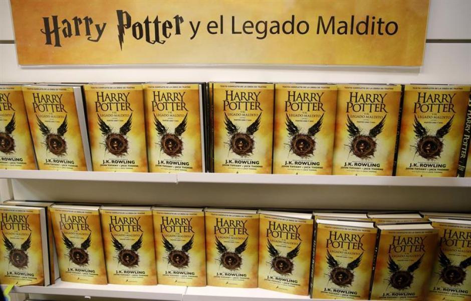 El octavo libro de Harry Potter ya está de venta en Guatemala. (Foto: EFE)