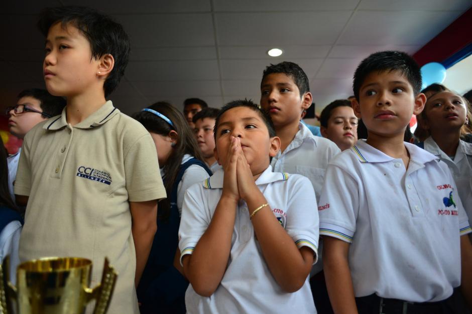 Algunos de los participantes mostraron su nerviosismo durante la premiación. (Foto: Jesús Alfonso/Soy502)