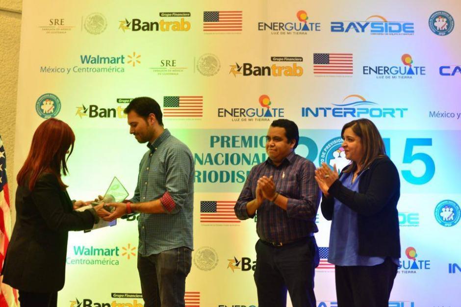 El equipo de Soy502 fue reconocido por el Instituto de Previsión Social del Periodista por su cobertura en la tragedia de El Cambray. (Foto: Jesús Alfonso/Soy502)