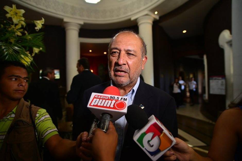 Miguel Ángel Sandoval de la izquierda de Guatemala ofreció declaraciones antes de iniciar el evento. (Foto: Wilder López/Soy502)
