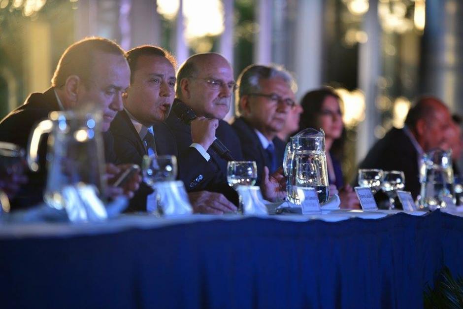 La mayoría de candidatos a la presidencia firmaron el acuerdo. (Foto: Wilder López/Soy502)