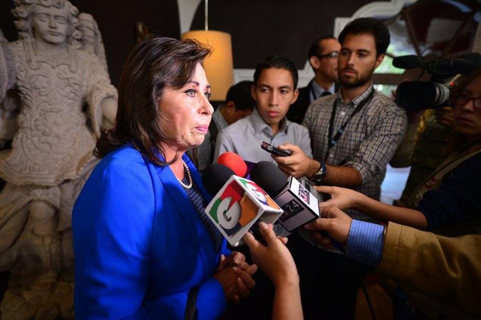 Sandra Torres presidenciable de la UNE llegó sin su peculiar color verde que la carateriza. (Foto: Wilder López/Soy502)