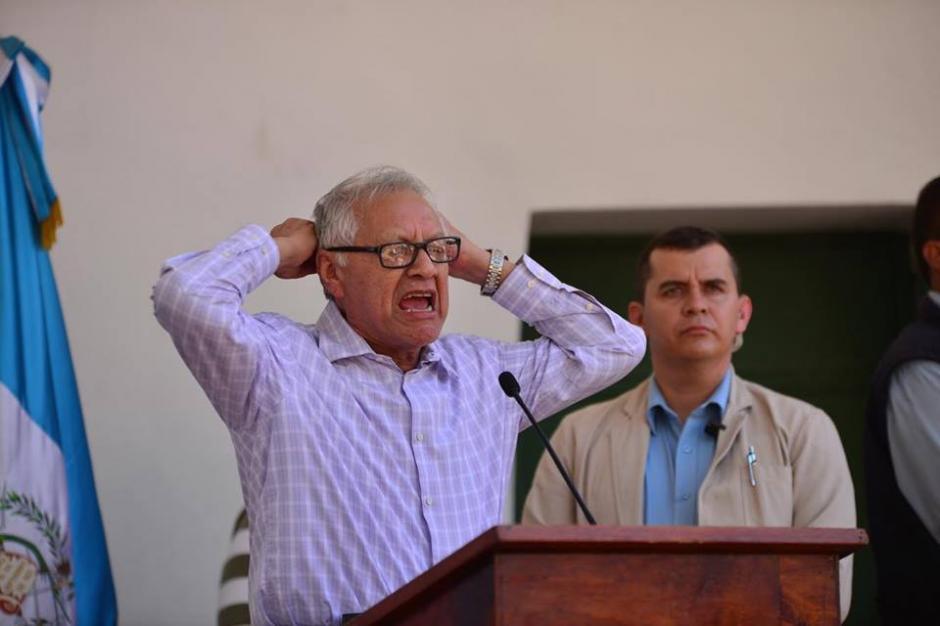 El presidente Alejandro Maldonado defendió los salarios diferenciados en un discurso donde se mostró bastante molesto. (Foto: Jesús Alfonso/Soy502)