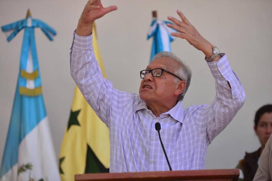 El mandatario Alejandro Maldonado perdió la compostura durante la presentación del salario diferenciado. (Foto:  Jesús Alfonso/Soy502)