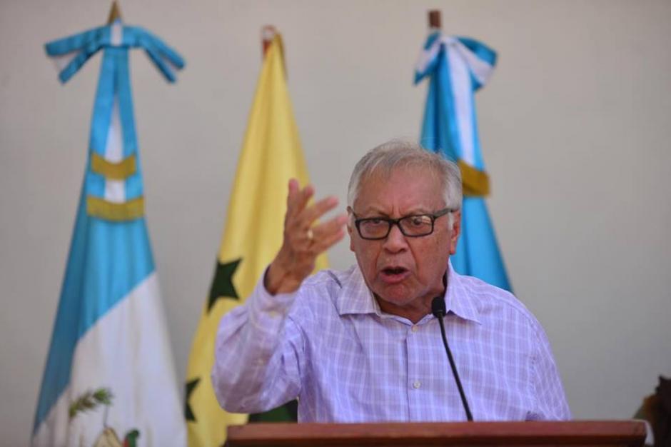 Por momentos el mandatario Alejandro Maldonado se veía demasiado molesto y su actitud era defensiva. (Foto: Jesús Alfonso/Soy502)