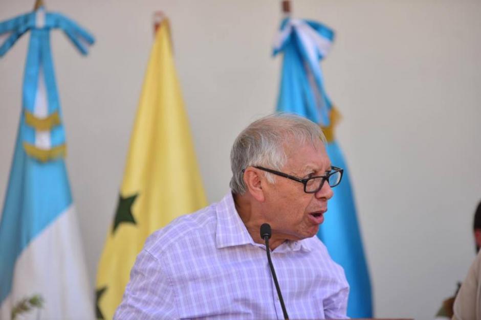 """El gobernante dijo: """"aceptan o se quedan sin sueldo. Pueden elegir"""", respecto al salario diferenciado en Guastatoya. (Foto: Jesús Alfonso/Soy502)"""