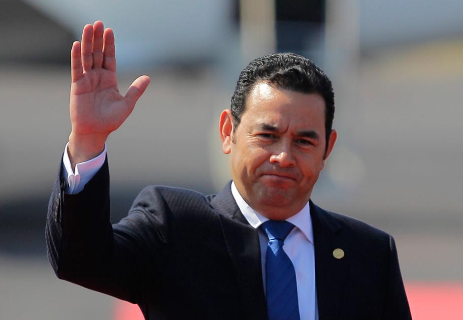 Visita oficial a El Salvador donde se reunió con su homólogo Salvador Sánchez Cerén. (Foto: Twitter, Gobierno de Guatemala)
