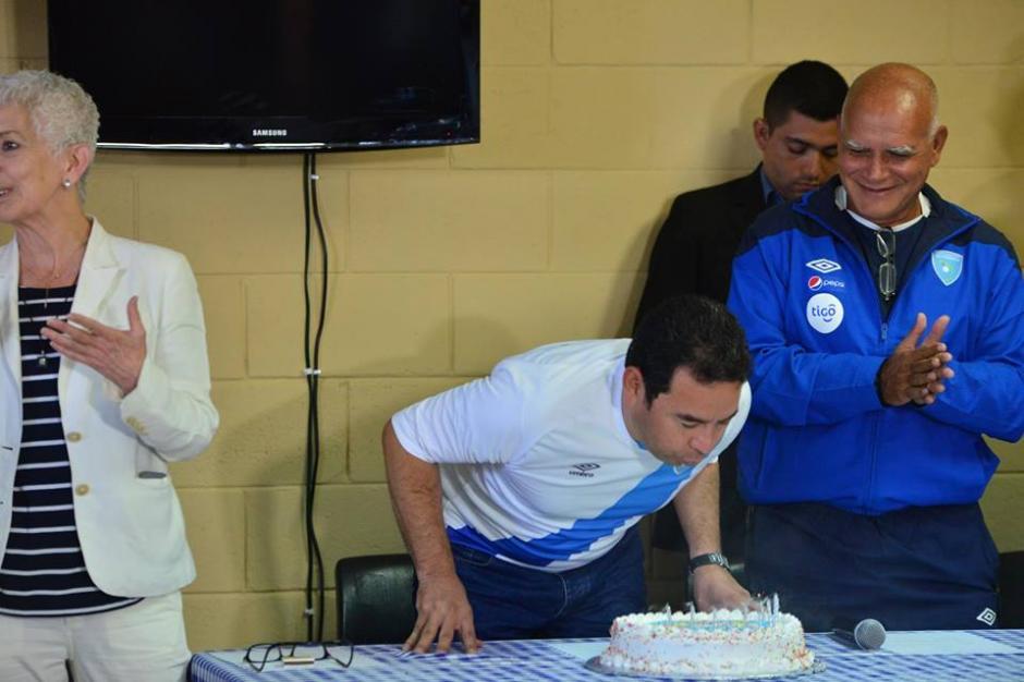 Jimmy Morales llegó a su cumpleaños 47 en la Fedefut. (Foto: Jesús Alfonso/Soy502)