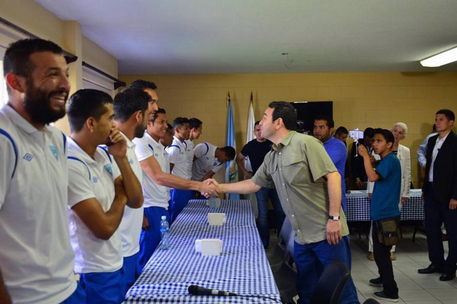 El presidente Jimmy Morales visitó a los seleccionados nacionales. (Foto: Jesús Alfonso/Soy502)