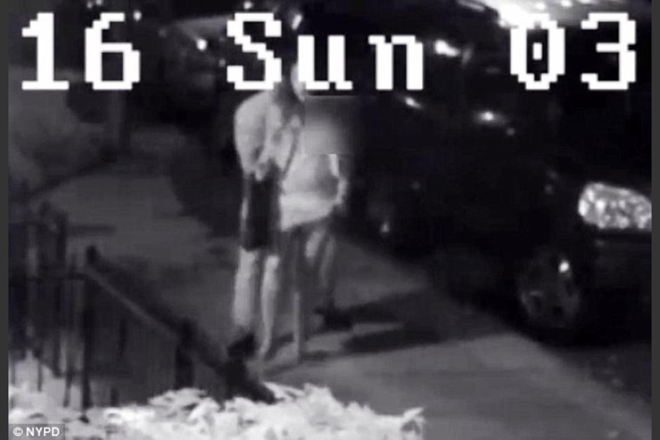 Un hombre trata de violar a una mujer. (Foto: Daily Mail)