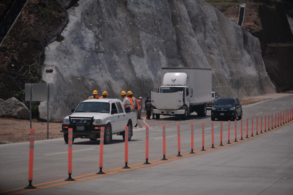 Unidades de mantenimiento recorren la autopista frecuentemente. (Foto: Wilder López/Soy502)