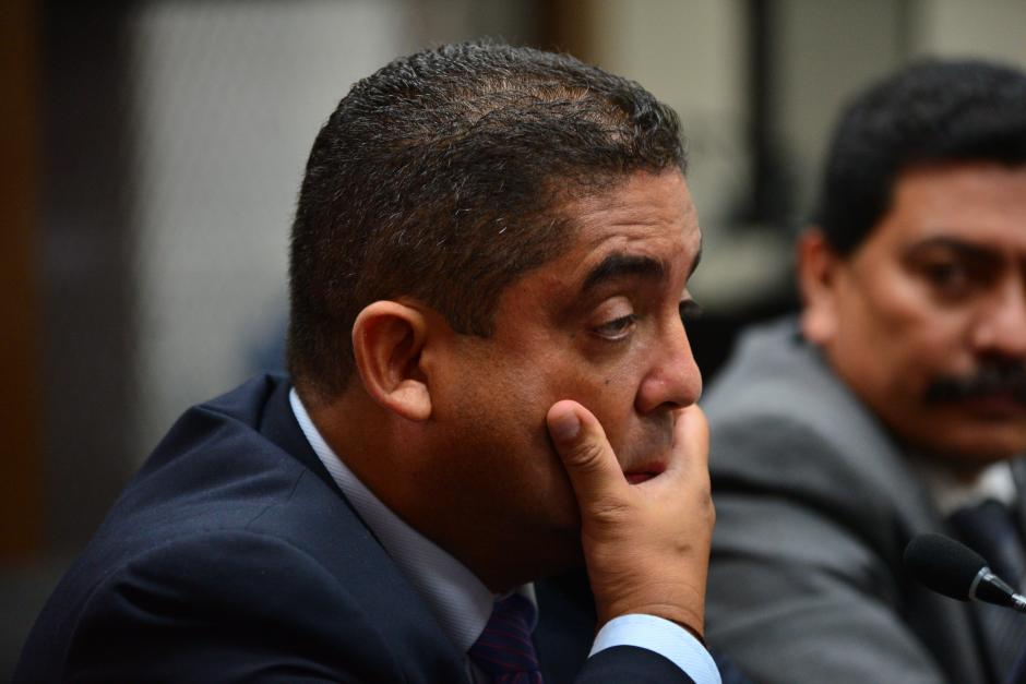 Monzón lucía preocupado al escuchar las imputaciones de delitos por parte de los fiscales del Ministerio Público y de la CICIG. (Foto: Wilder López/Soy502)