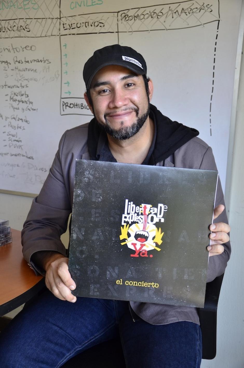 Iván Dávila es parte de los colaboradores de la disquera y mayor coleccionista de música de la época. (Foto: Selene Mejía/Soy502)