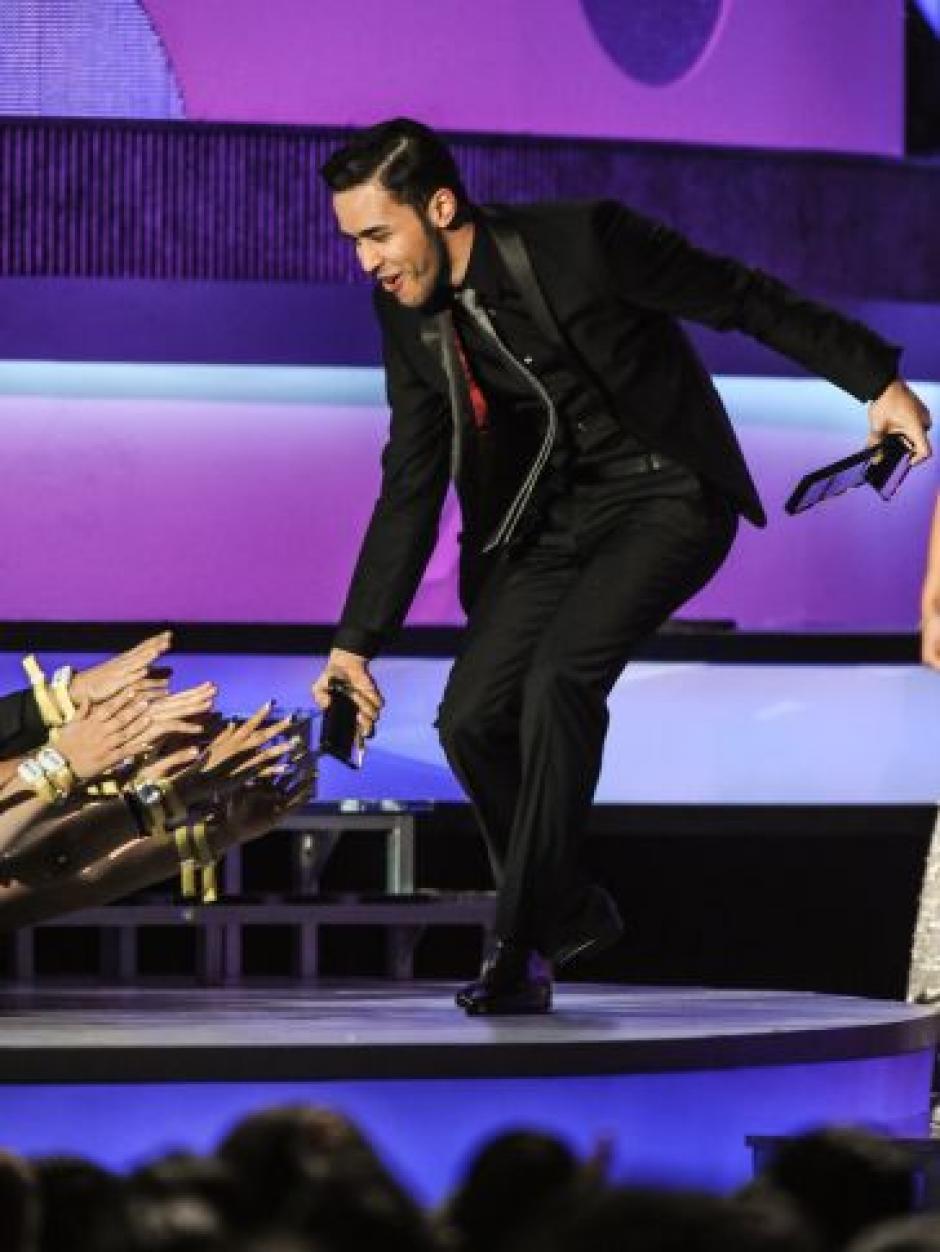 Prince Royce ganó la categoría 'Hot Latin Songs' Artista del Año Masculino en los Premios Billboard 2014. (Foto: Telemundo)