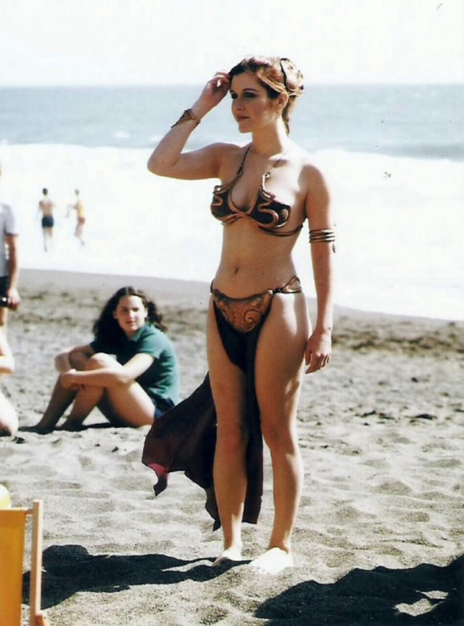 Esta es una imagen del traje completo que utilizó Carrie Fisher durante la sesión de fotos. (Foto: boredpanda.com)